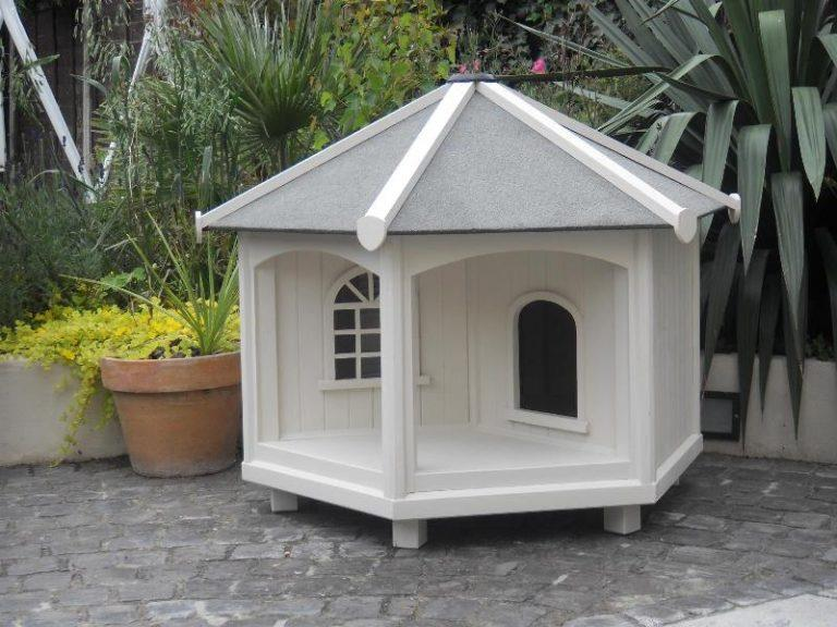 Outdoor cat shelter box